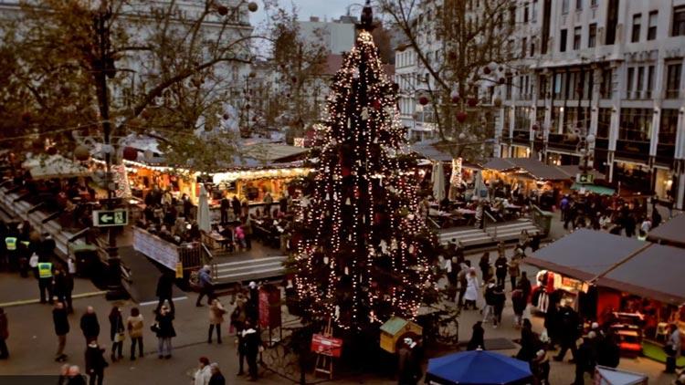 Vorosmarty Square Budapest Christmas Market.Budapest Christmas Markets 2019 The Best Markets In A Row